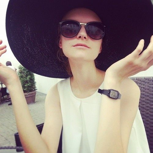 super glam [oversized hat]