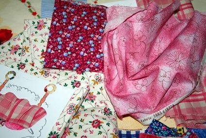 How to Attach a Satin Blanket Binding to a Baby Blanket With Corners thumbnail