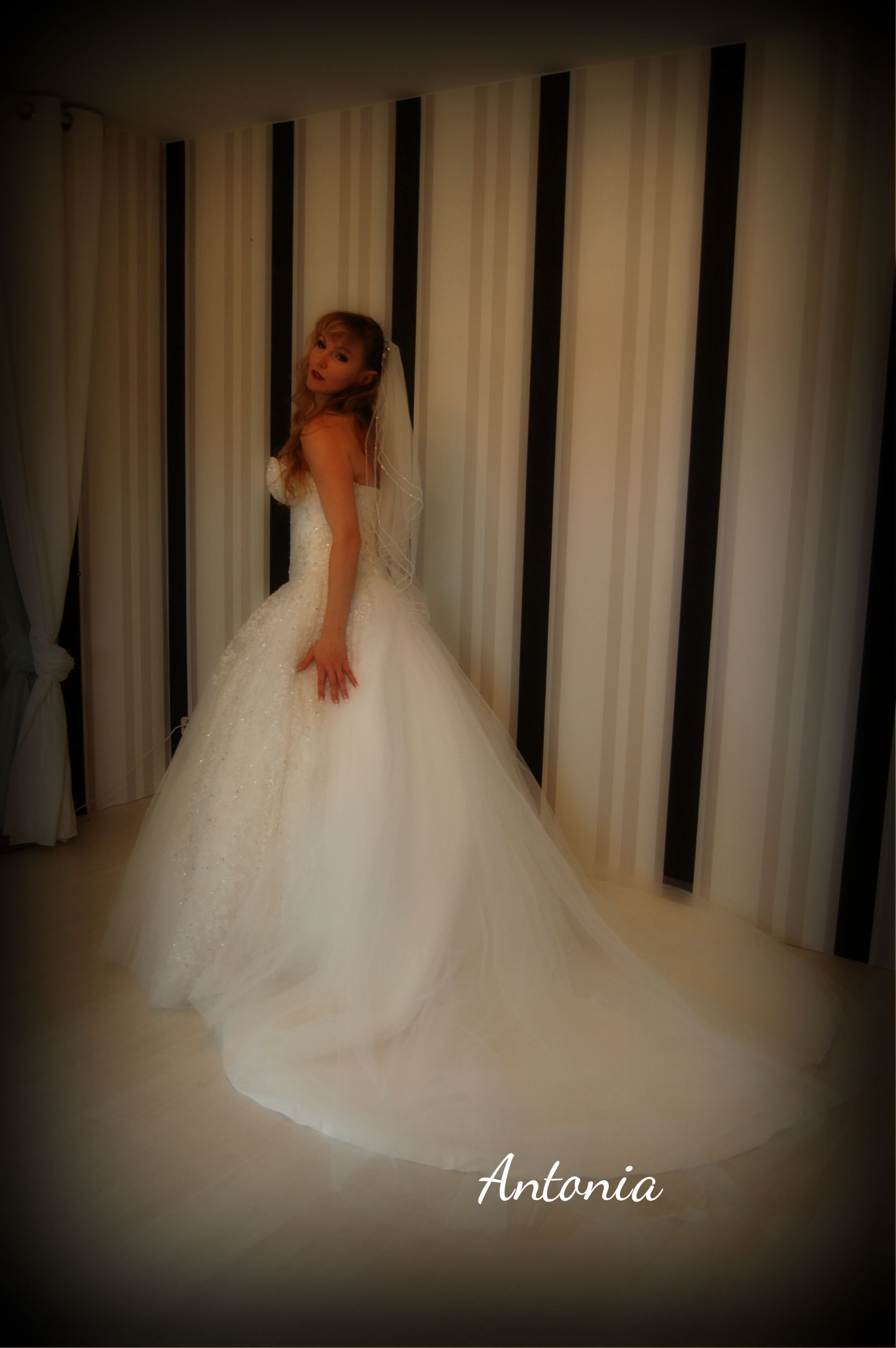 Couture Brautkleid Antonia Prinzessinnen Kleid mit langer Schleppe ...