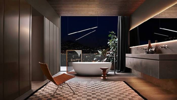 badezimmer deko, ovale freistehende badewanne, großer spiegel mit