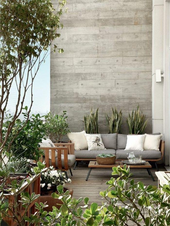 decoracion jardin, terraza con suelo de tarima, mesa y sofá con - Decoracion De Terrazas Con Plantas