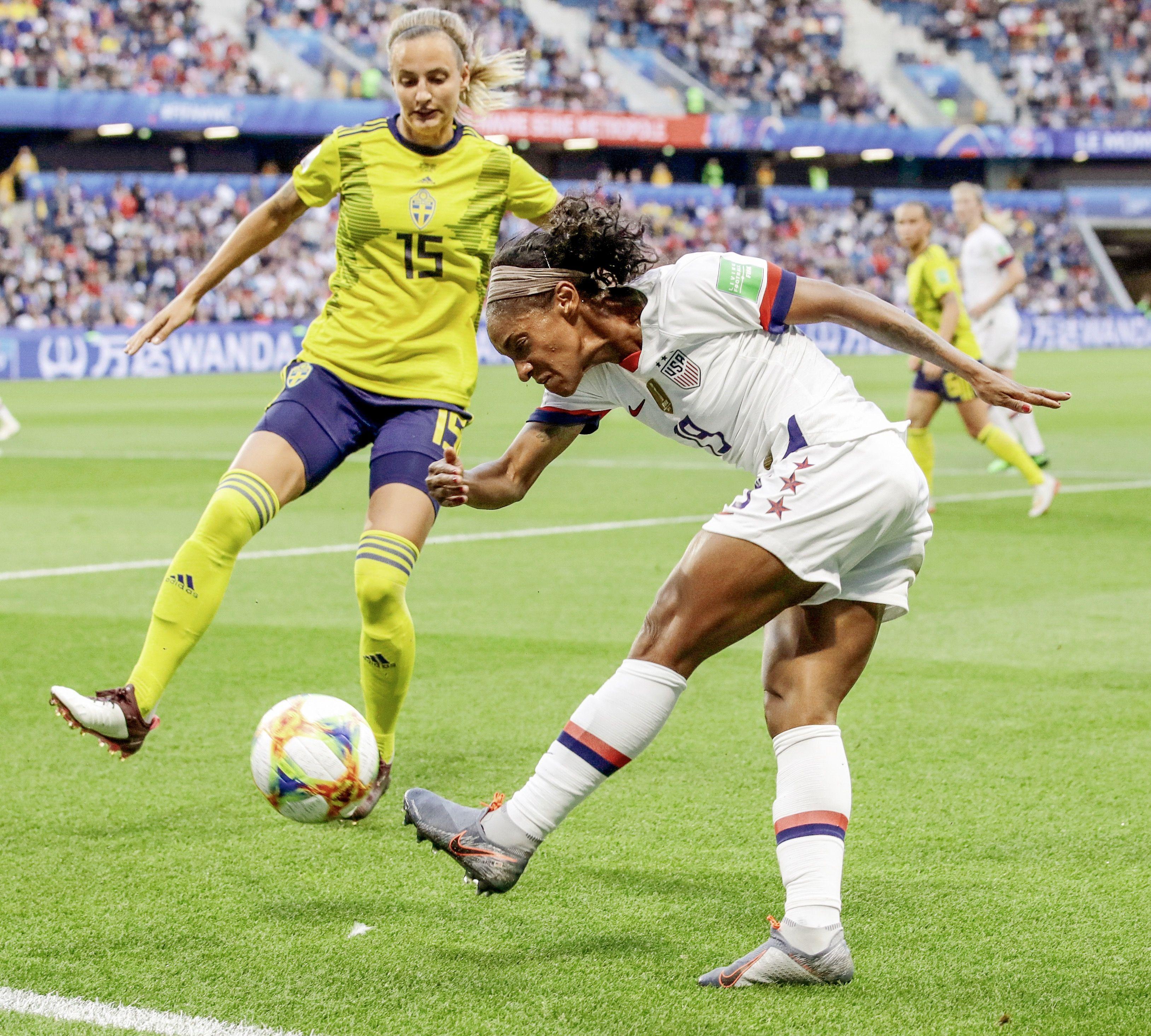 Crystal Dunn 19 (right), USWNT vs Sweden Soccer match