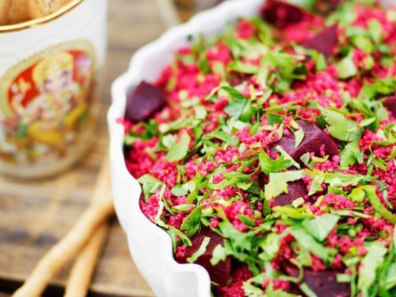Couscoussalat mit Roter Bete und Petersilie ist ein Rezept mit frischen Zutaten aus der Kategorie Couscous-Salat. Probieren Sie dieses und weitere Rezepte von EAT SMARTER!
