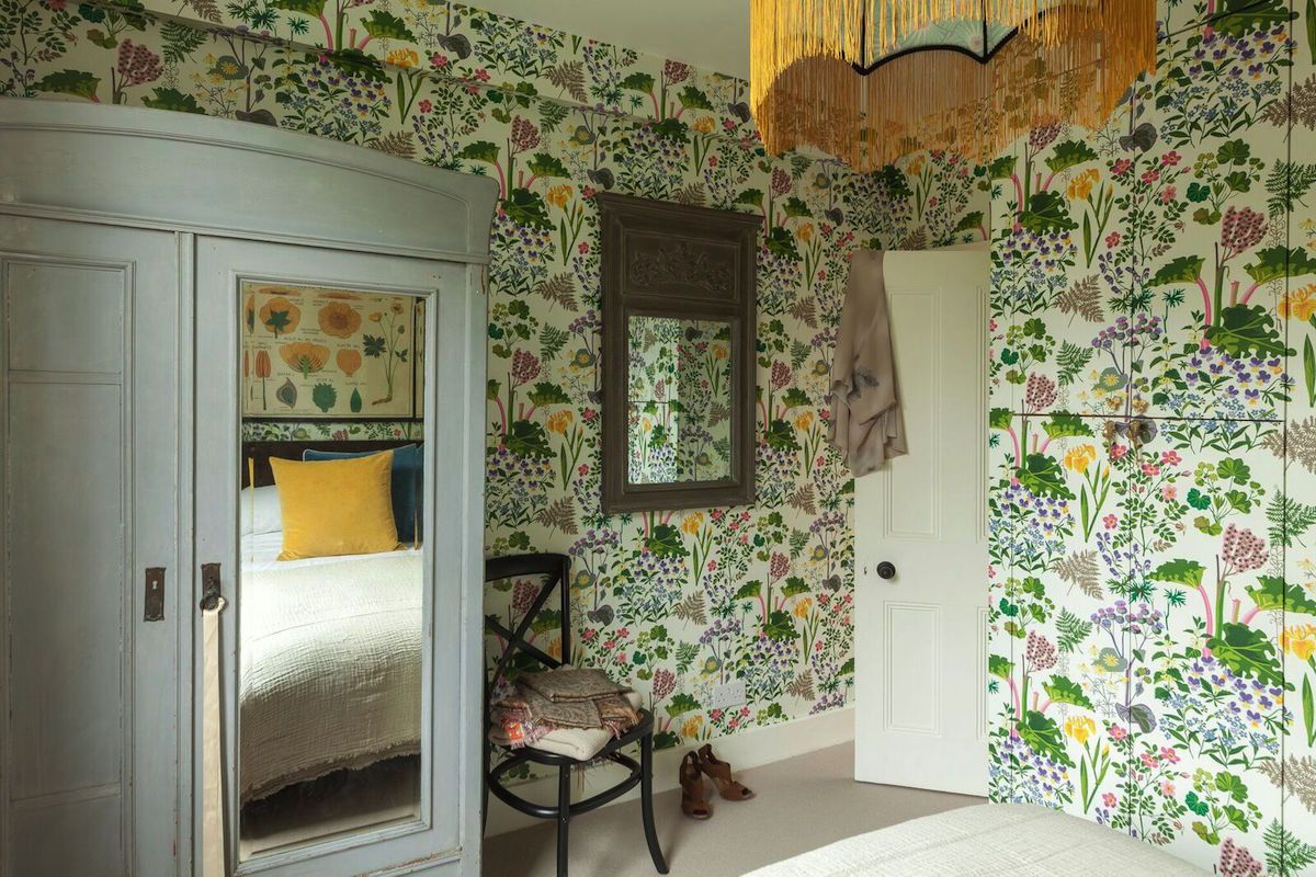 Ambiance Carrelage Saint Leonard borastapeter rabarber wallpapered bedroom | home, house
