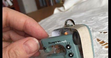 Tein pienen ompelukoneen Väinölän Liisalle. Isännän mielestä kone tarvitsi myös laukun joten sekin piti sitten vielä askarrella :)