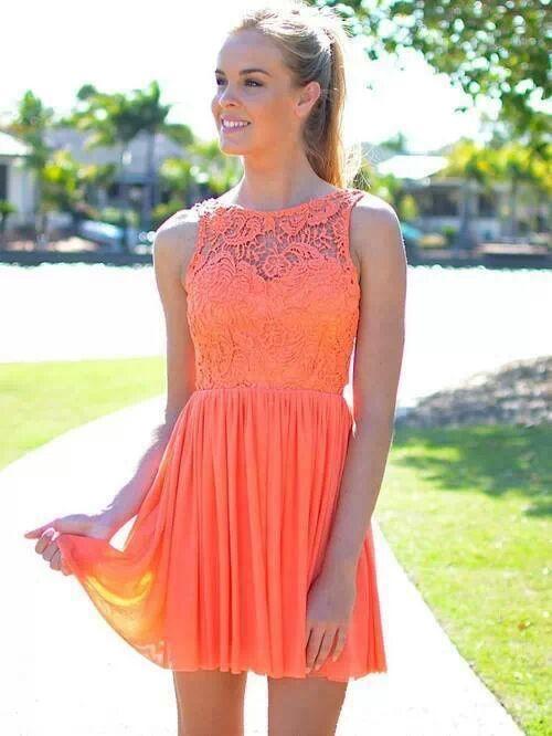 Vestido de encaje coral corto