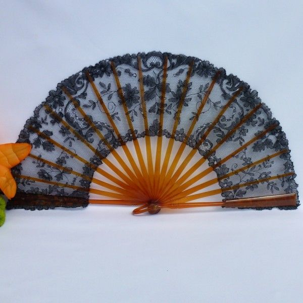 Antique Hand Fan Styles | Antique lace hand fan
