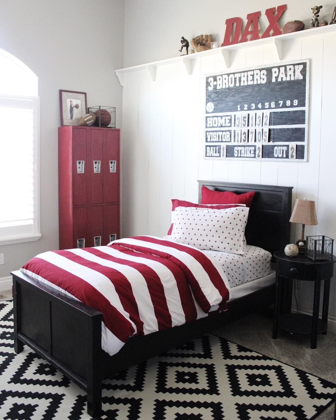 Bedroomsports.com Part - 18: Baseball bedroom. Sports bedroom. Vintage scoreboard. DIY