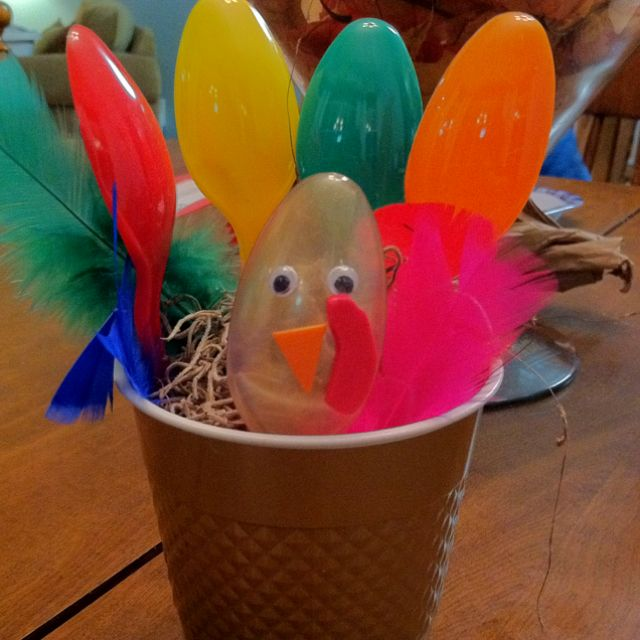 Cute and Easy Thanksgiving Turkey Craft
