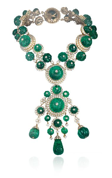 An impressive Indian set by Van Cleef & Arpels created for Her Highness Princess Salimah Aga Khan, comprising of a yellow gold necklace which converts into two bracelets and a detachable pendant. The bracelets can also be connected together and worn as a choker. This unique set consists of 44 18th century emeralds weighing 478 carats and 745 circular-cut diamonds totaling 52 carats.