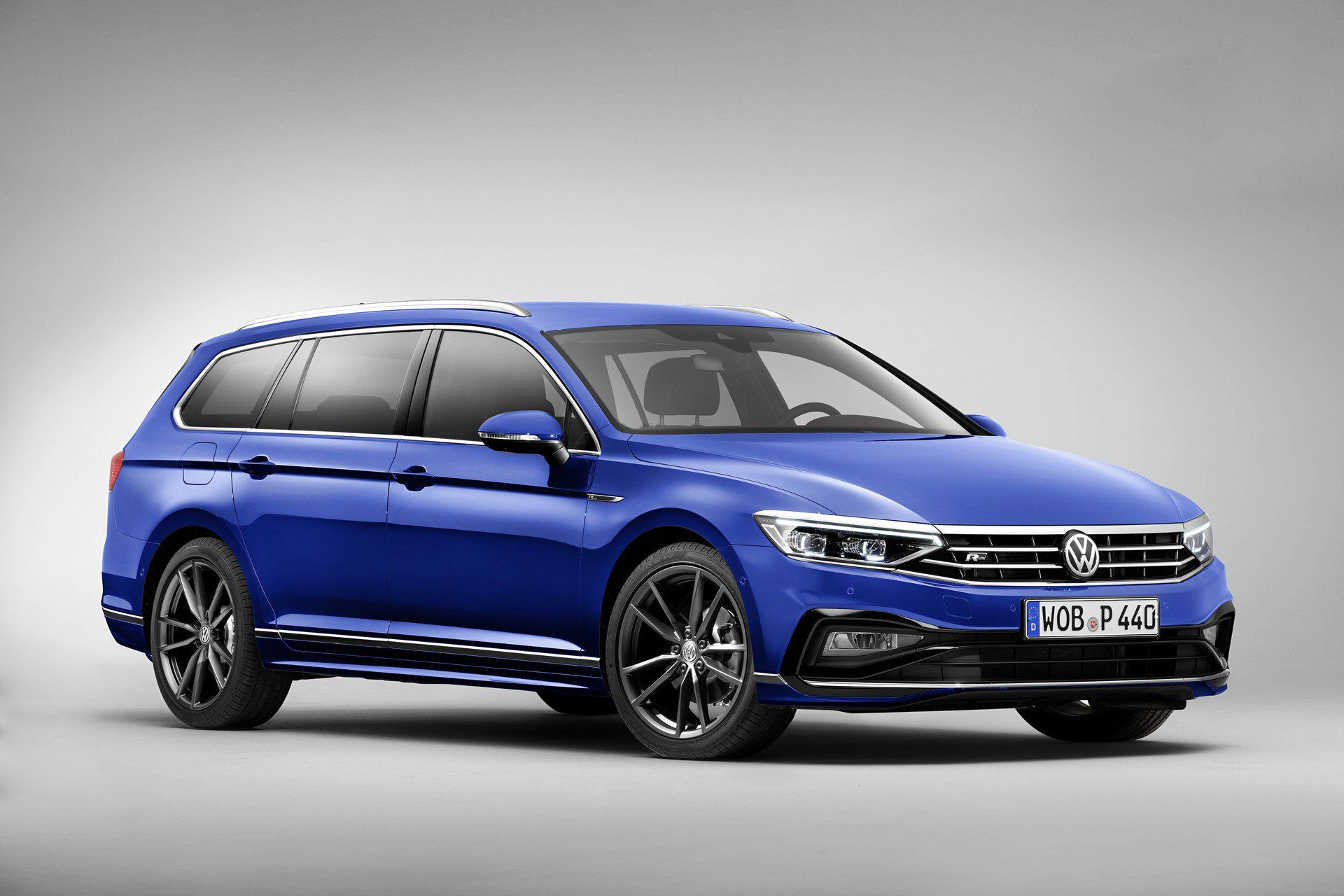 Europe S 2020 Vw Passat Facelift Debuts With Updated Styling And Autonomous Tech Carscoops Vw Passat Volkswagen Passat Volkswagen