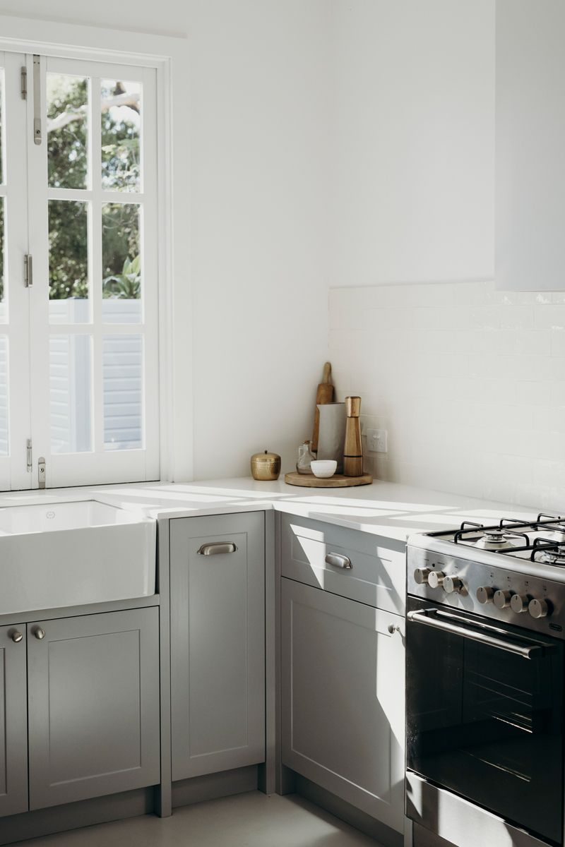 Simple, Gorgeous Minimalist Kitchen With A Touch Of Old