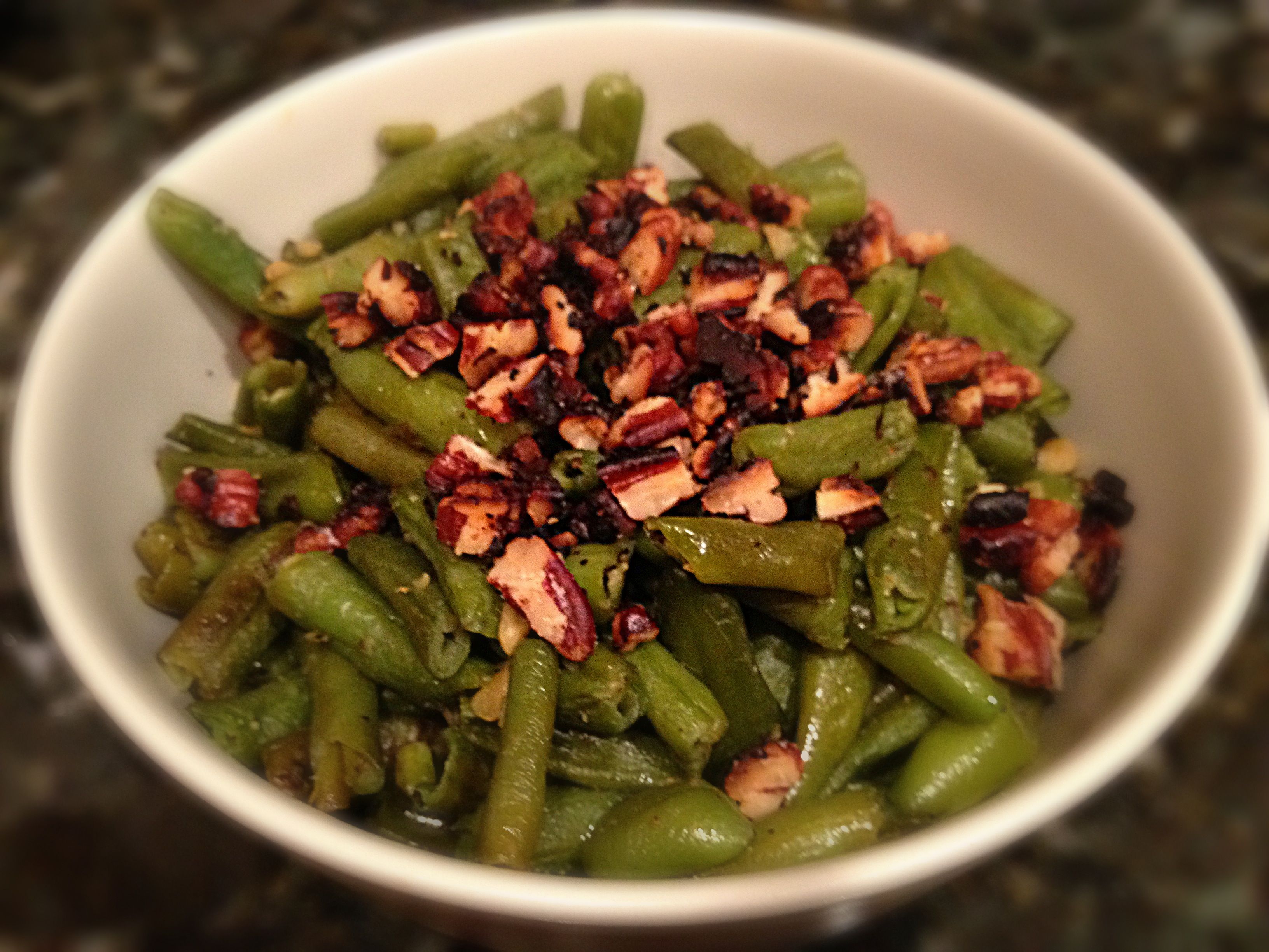 Lemon garlic green beans with toasted pecans