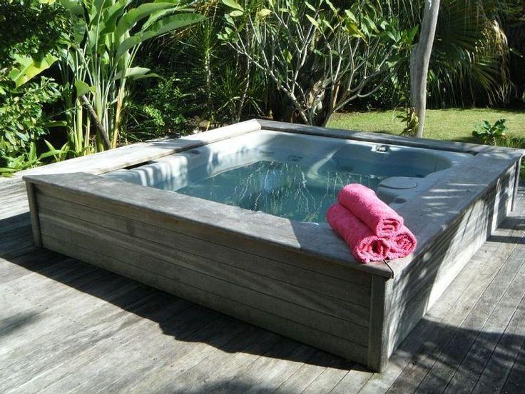 Outdoor Whirlpool Mit Den Gleichen Terrassenplatten Verkleiden Den Gleichen Mit Outdoorwhirlpool Structure Terra Hot Tub Garden Hot Tub Outdoor Hot Tub