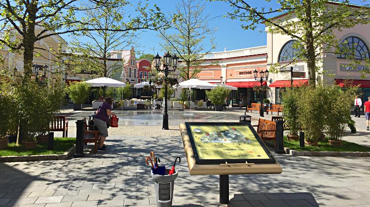 Save At The Neumunster Designer Outlet Mall Near Hamburg And Kiel Outlet Mall Designer Outlet Design