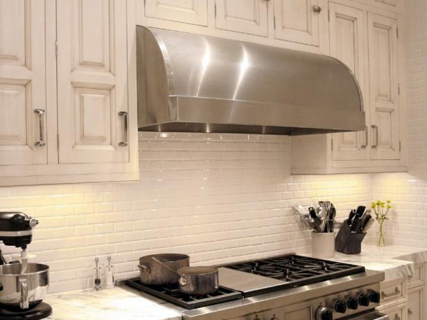Decorating Your Kitchen With The Kitchen Backsplash Designalls In 2020 White Tile Kitchen Backsplash Kitchen Backsplash Designs Kitchen Backsplash Photos