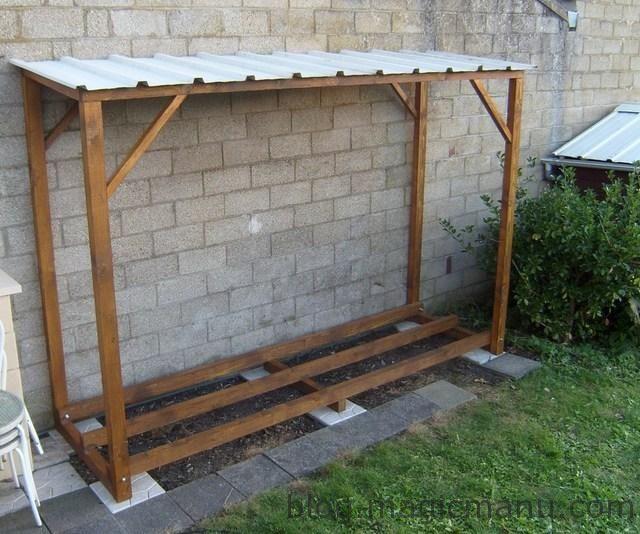 Blog De Magicmanu Amenagement De Notre Maison Fabriquer Un Abri Bois Bucher Construire Abri Bois Abri Bois Hangar A Bois
