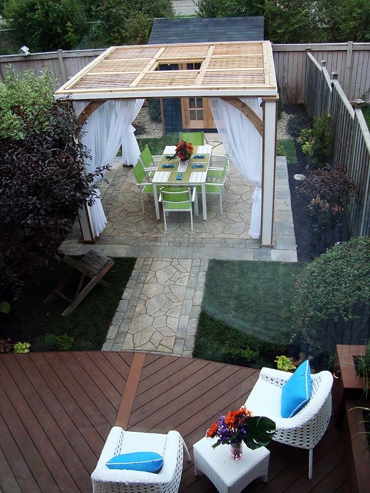 This project features a small curved deck stepping down to