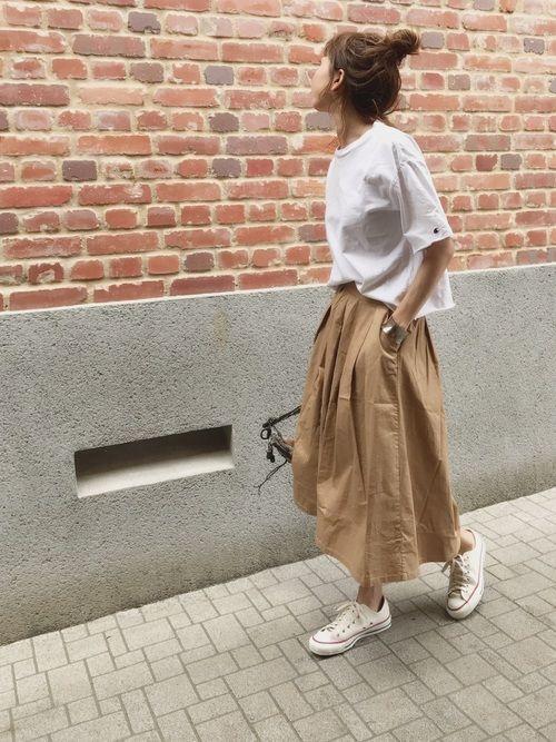 春夏は「スニーカー×スカート」が最強です。真似したい大人の抜け感コーデ