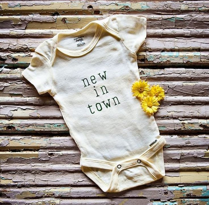 Adorable diy baby onesie stenciled with new in town