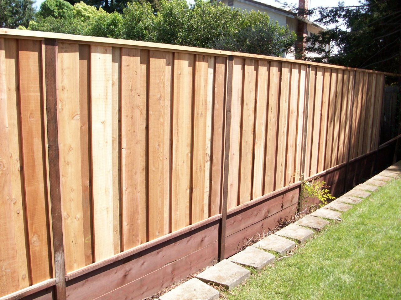 Board-on-Board fence with retaining wall and 2x6 top cap | Retaining ...