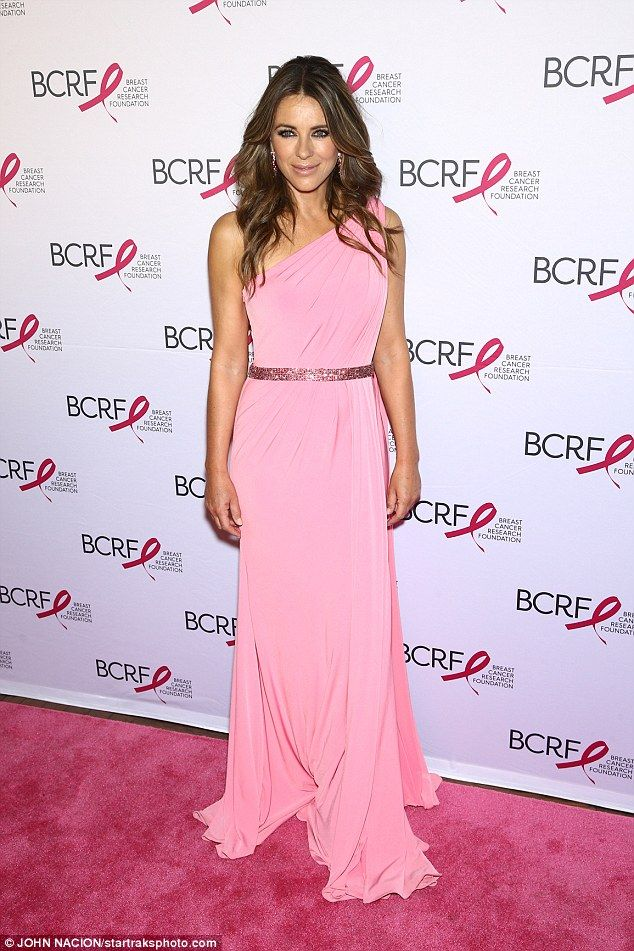 Elizabeth Hurley, 51, attends cancer benefit in New York   Parques y ...