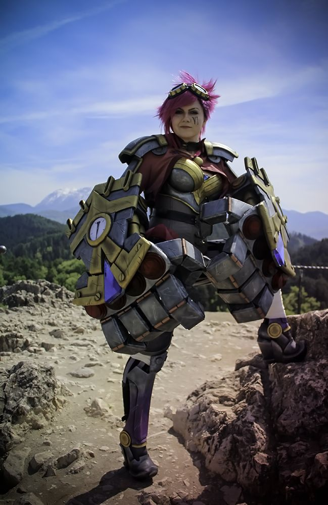 Vi From League Of Legends Is Ready For A Fight [Cosplay]