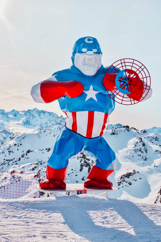Orlinski Courchevel statue sur les pistes en 2020 | Ski