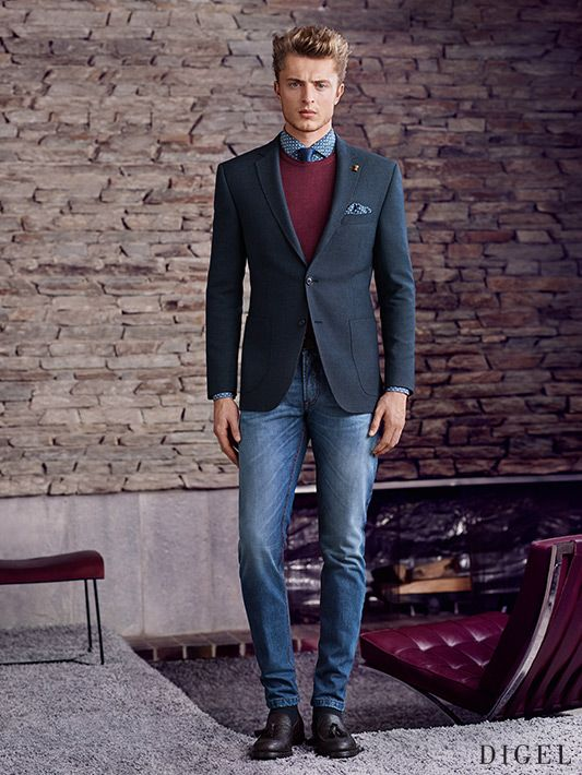 etwas legerer businesslook mit blue jeans und weinrotem pullover unter dem dunkelblauen blazer. Black Bedroom Furniture Sets. Home Design Ideas