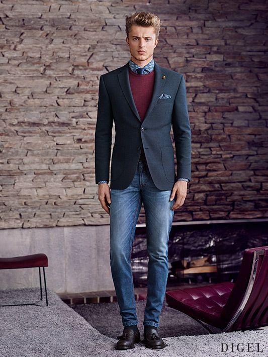 Etwas Legerer Businesslook Mit Blue Jeans Und Weinrotem Pullover