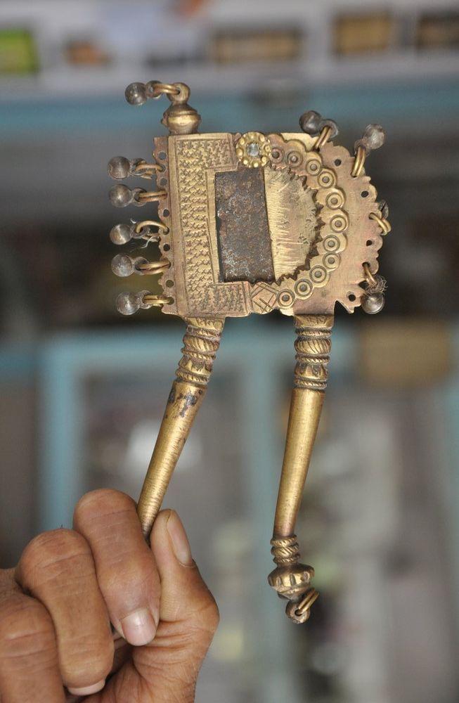 Old Brass Engraved Design & Bells Decoration Betel Nut Cutter/Sarota