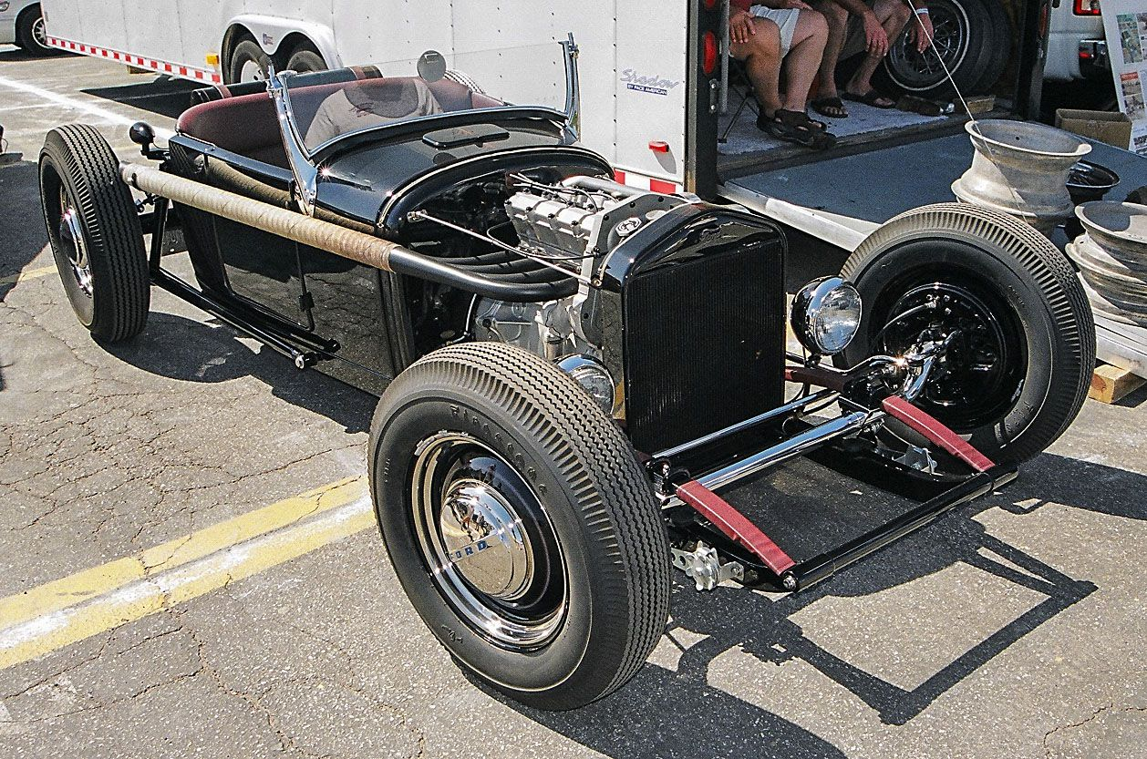 Another unique underslung chassis with an equally unique 4-banger ...
