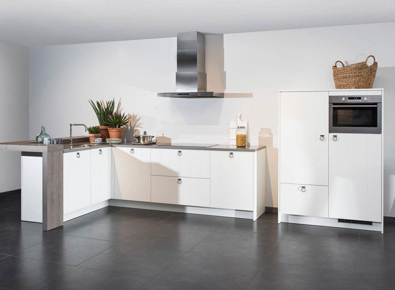 Modern landelijke keuken in hoekopstelling en met losstaande kast