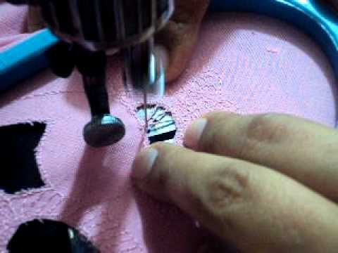 BORDADO A MÁQUINA Embroidery On A Treadle The Idea Is To Move The Adorable Prizzi Sewing Machine