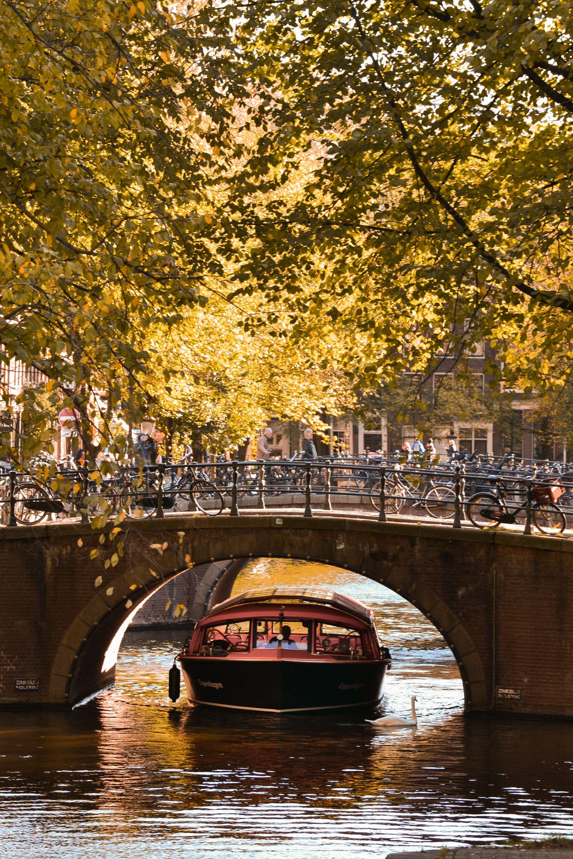 Los Canales De Amsterdam En Holanda Amsterdam Viaje A Europa Viajar En Pareja