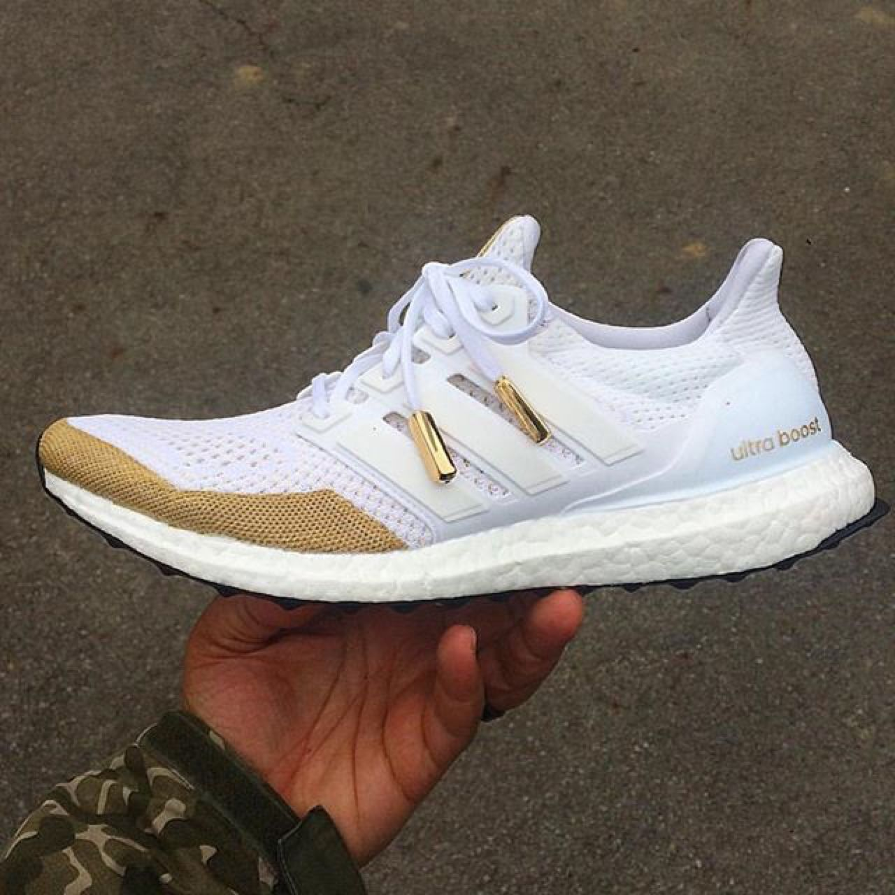 the best attitude cfc6b a458b adidas Ultra Boost customized with a touch of gold... - A ...