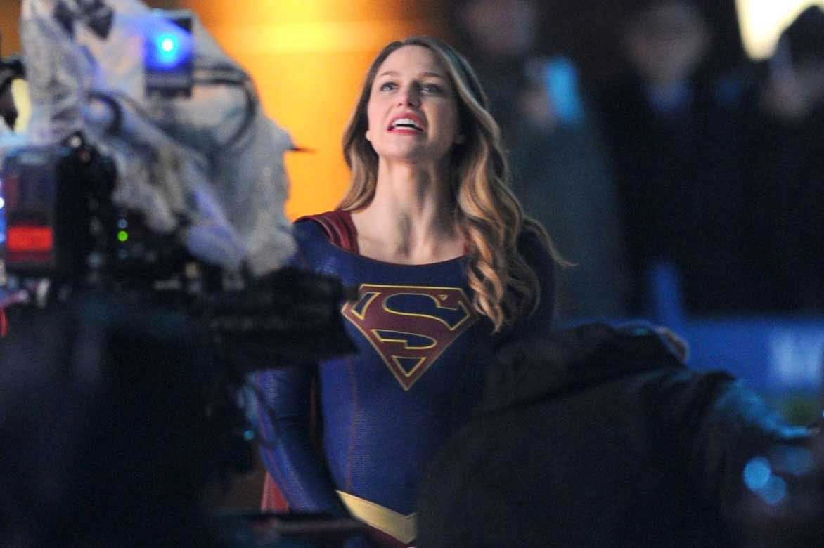 Supergirl Melissa Benoist Fighting Crime But Who S Behind The Mask Celebrity Wotnot Supergirl Supergirl Superman Melissa Benoist