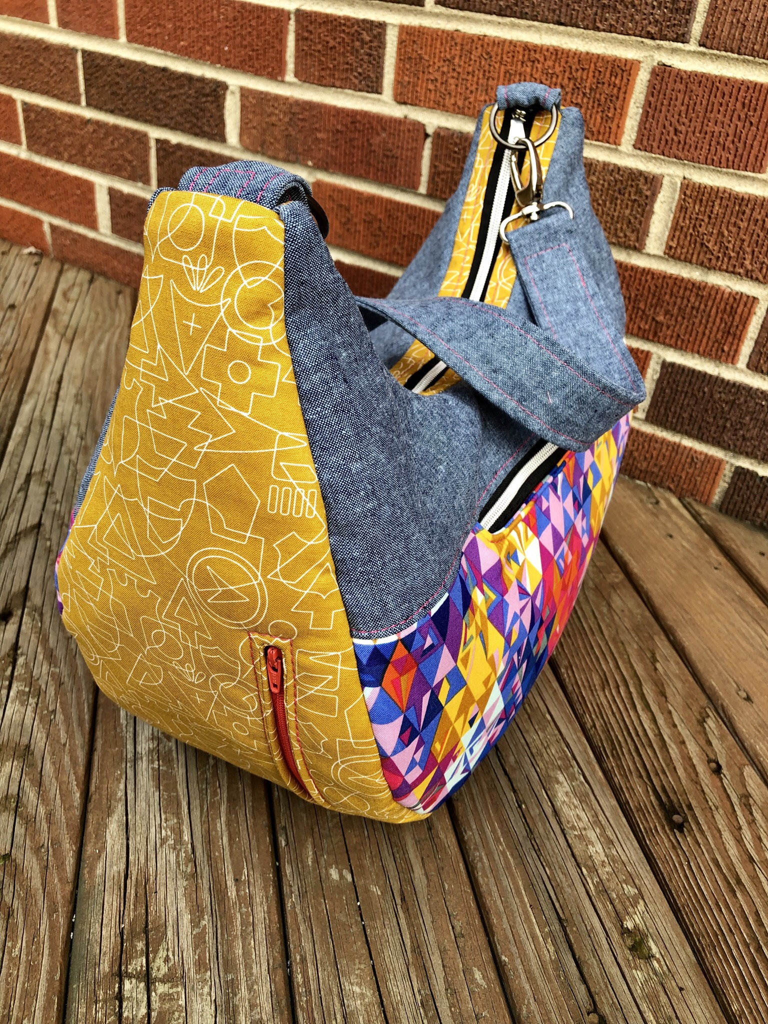 Honeysuckle Hobo Bag - January 2019 – Carried Away Pattern Collective #bagpatterns