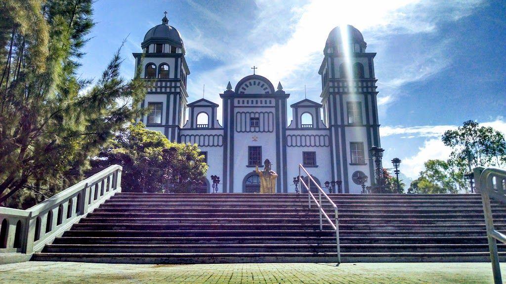 Basílica de Suyapa.   House styles, Tegucigalpa, Mansions