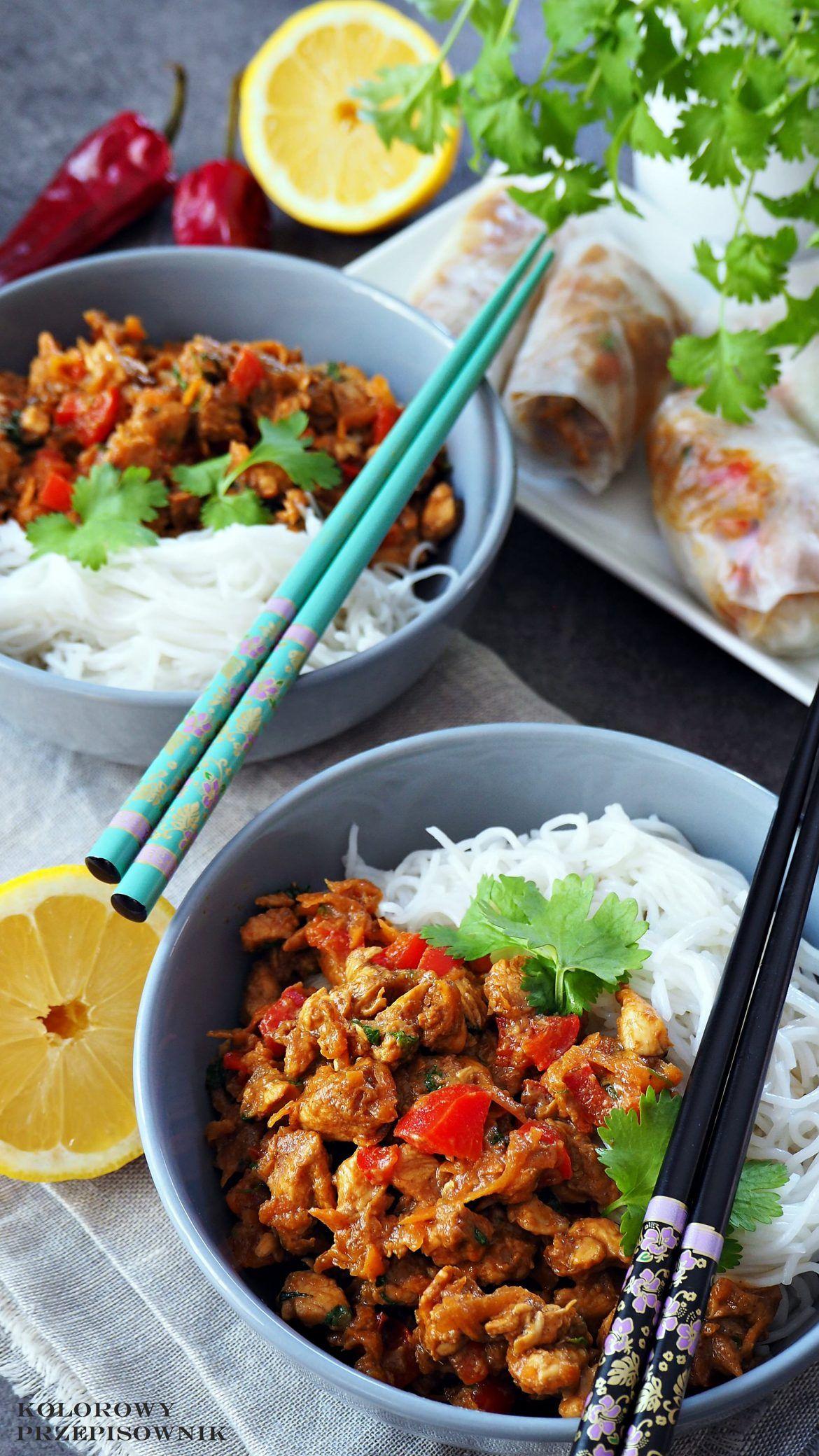 Kurczak W Sosie Czosnkowo Imbirowym Kurczak Z Makaronem Ryzowym Danie Orientalne Kurczak Orientalny Kuchnia Orientalna Asian Recipes Poultry Recipes Food