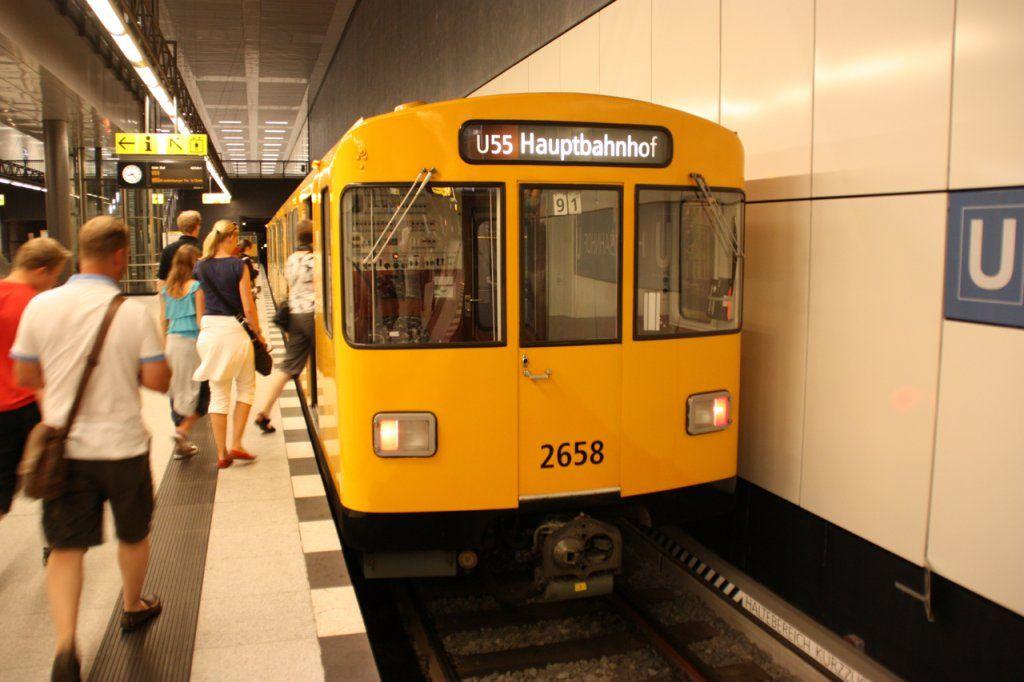 Urlaubsfotos Aus Berlin Die U 55 Kanzler U Bahn Im Berliner Hauptbahnhof Am 10 8 10 Hauptbahnhof U Bahn Berlin Ubahn