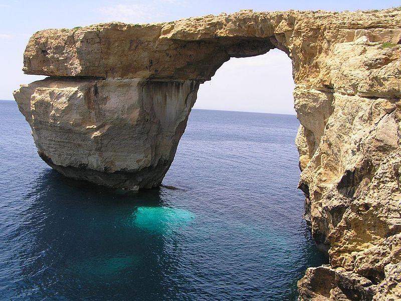 Un sitio único en el que disfrutar de la naturaleza y un azul intenso.  Más en: https://en.wikipedia.org/wiki/Azure_Window