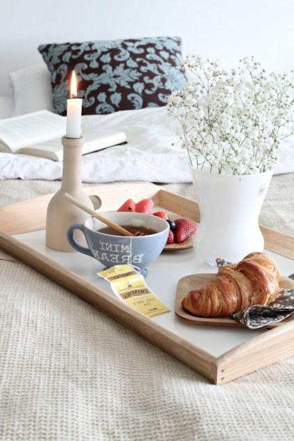 das sch nste an feiertagen ausschlafen und ein langes fr hst ck im bett home sweet home. Black Bedroom Furniture Sets. Home Design Ideas
