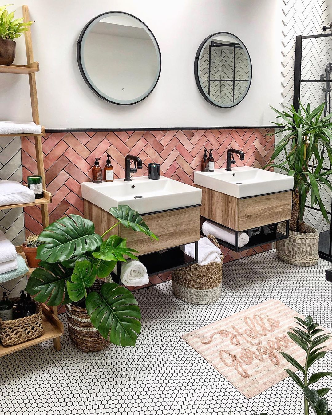 1 704 Otmetok Nravitsya 58 Kommentariev Eniko Mydarkhome V Instagram It S Friday And The Wea Modern Small Bathrooms Pink Bathroom Jungle Bathroom