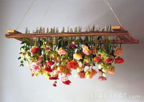 Люстра с цветами розы