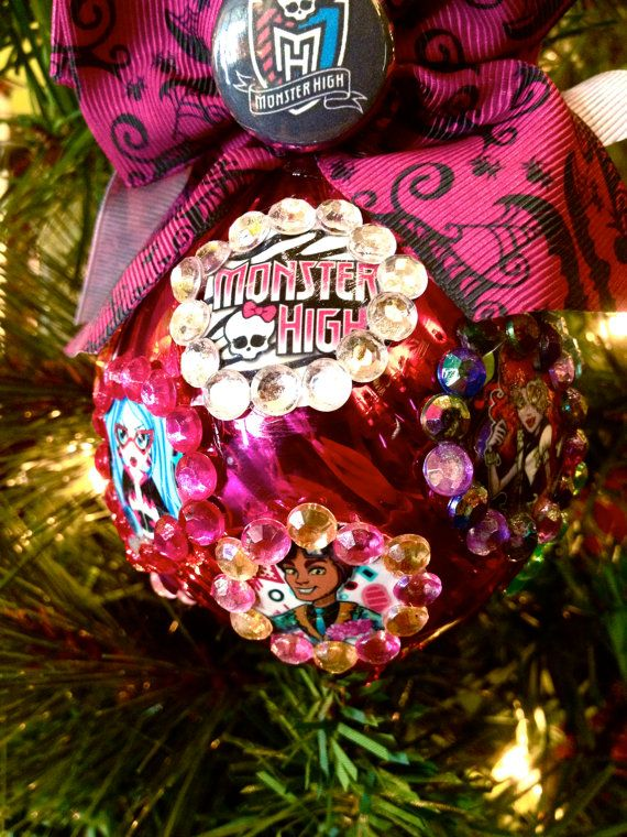 MONSTER HIGH Christmas Ornament Clawd Wolf, Clawdeen Wolf, Spectra  Vondergeist, Ghoulia Yelps, Operetta, Cleo de Nile, Meowlody Glass Bulb. - MONSTER HIGH Christmas Ornament Clawd Wolf, Clawdeen Wolf, Spectra