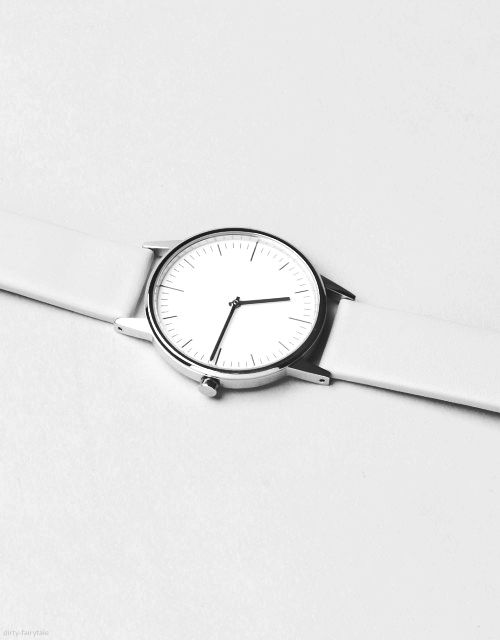 Minimal white watch  74a13b577e90