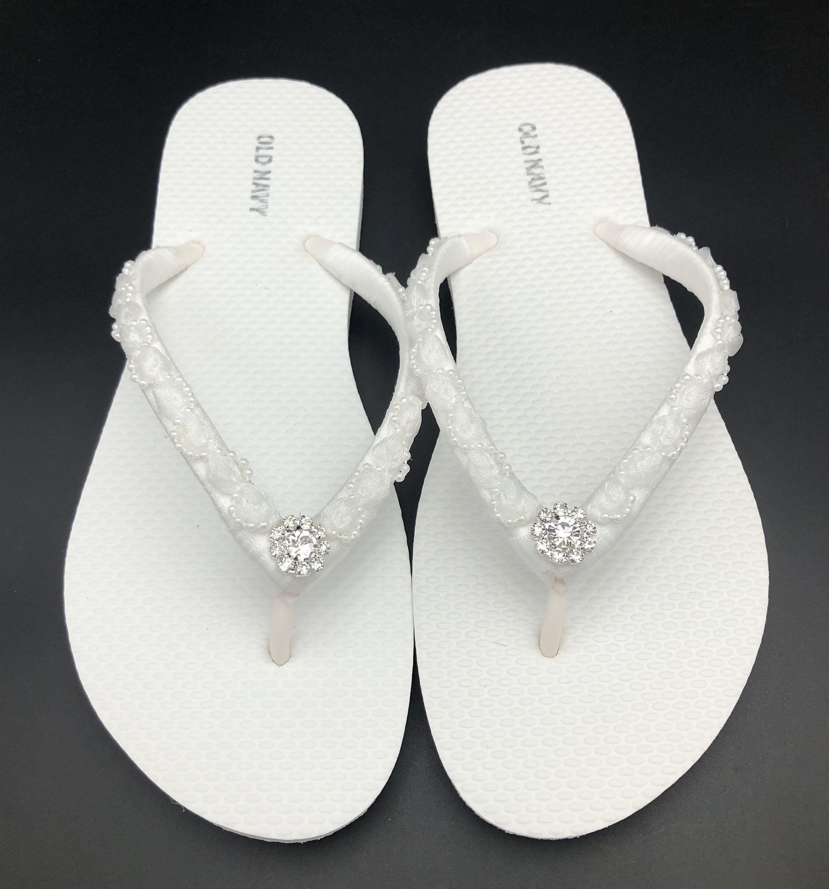 White Bridal Flip Flops Wedding Flip Flops Beach Wedding Etsy In 2020 Bridal Flip Flops Wedding Flip Flops Beach Wedding Flip Flops