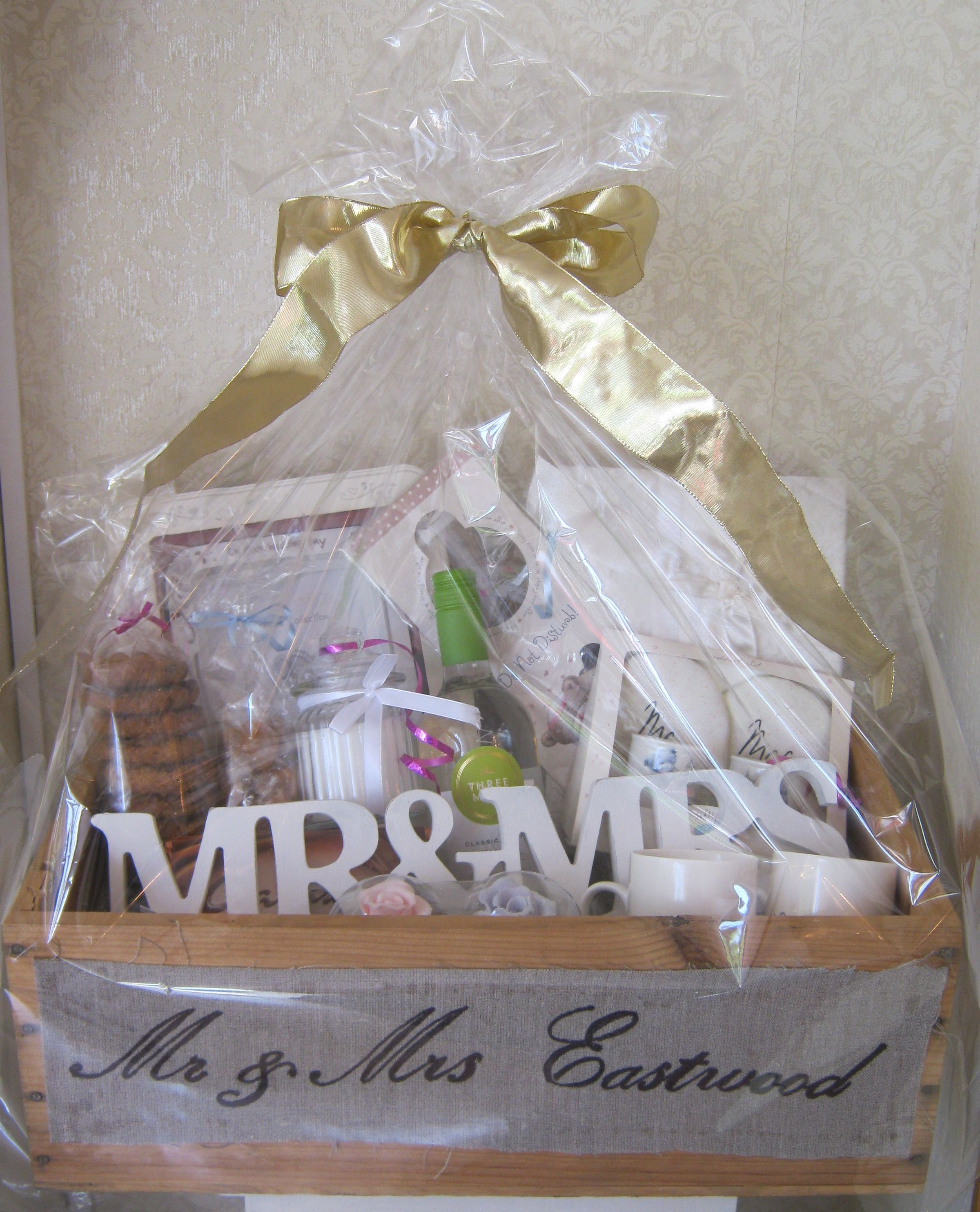 Wedding Hamper Www Chic Dreams Co Uk Wedding Gift Baskets Diy Wedding Gifts Creative Wedding Gifts