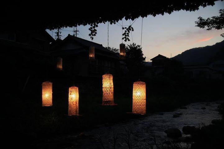 https://www.facebook.com/decasu?ref=hl  足助の町と川とたんころりんの夕べ。 足助に、豊田においでん!